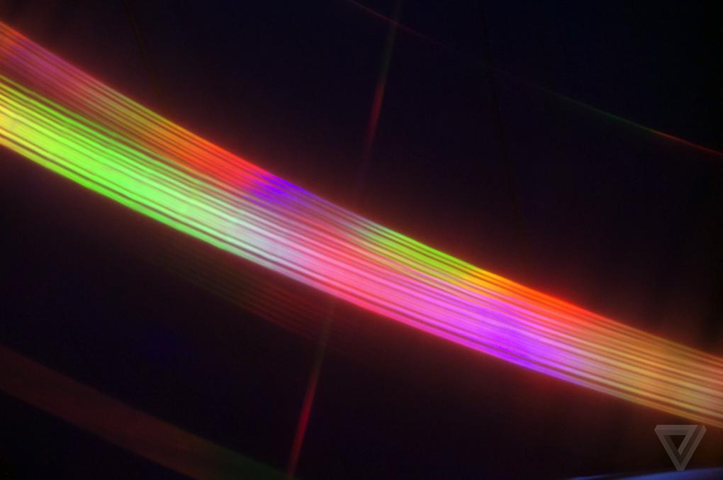 حتی زمانی که دوربین نمی تواند به درستی فوکوس کند، این افکت واقعا زیبای رنگین کمان را مشاهده می کنید